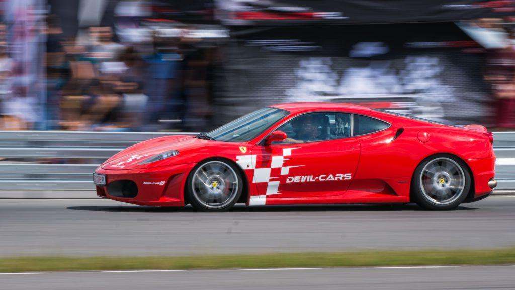 Przejażdżka Ferrari w prezencie dla ojca