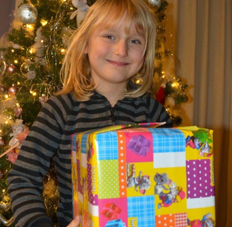 Świąteczne prezenty, jakże dzieci się nimi jarają