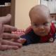 Dlaczego rodzice zastanawiają się kiedy dziecko zaczyna pełzać?