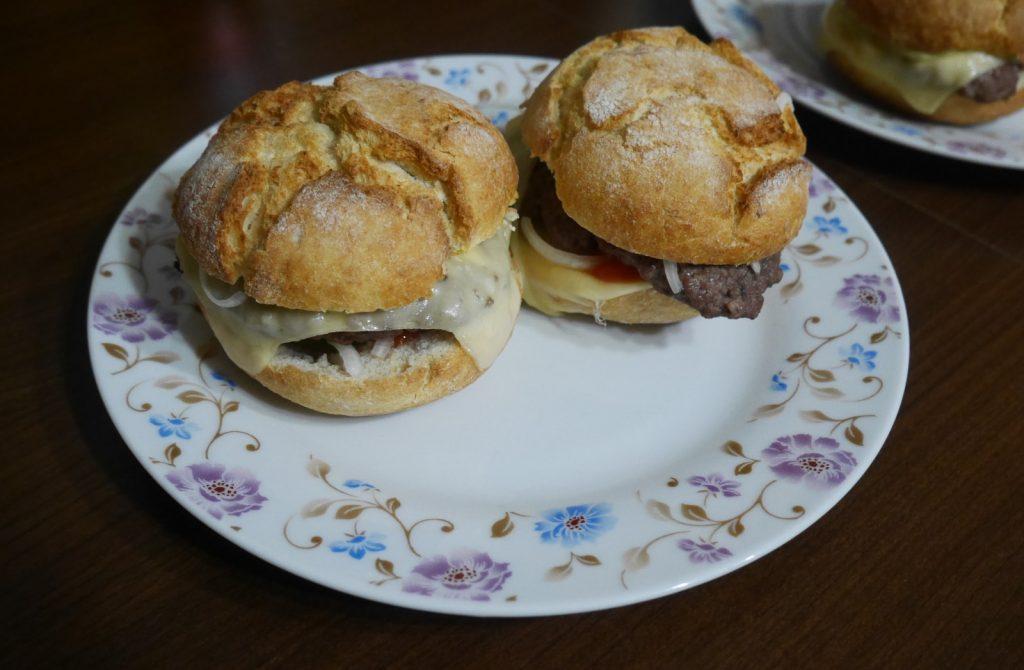 przepis na domowe hamburgery wolowe