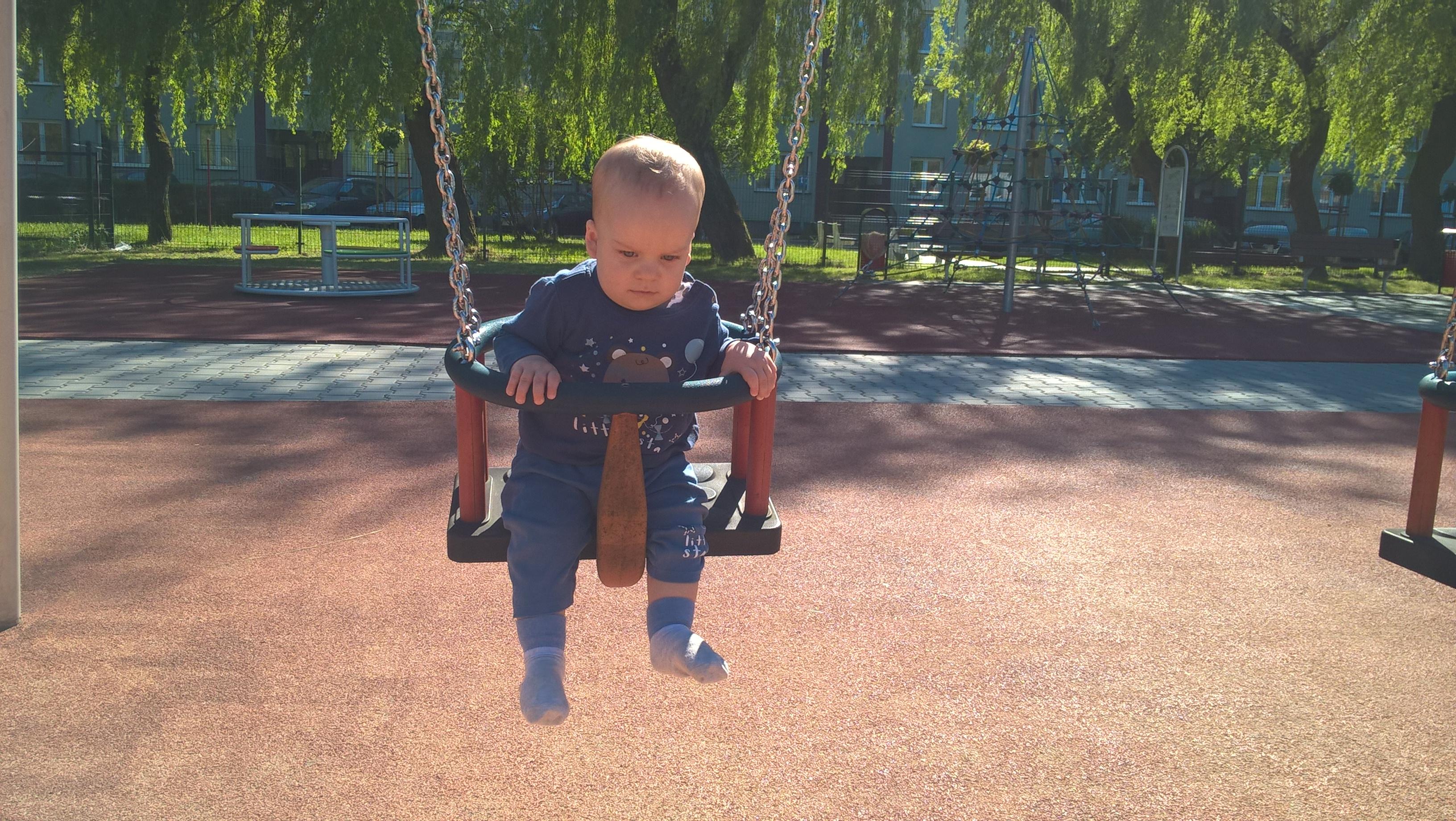 Pierwszy Dzień Dziecka - huśtawka