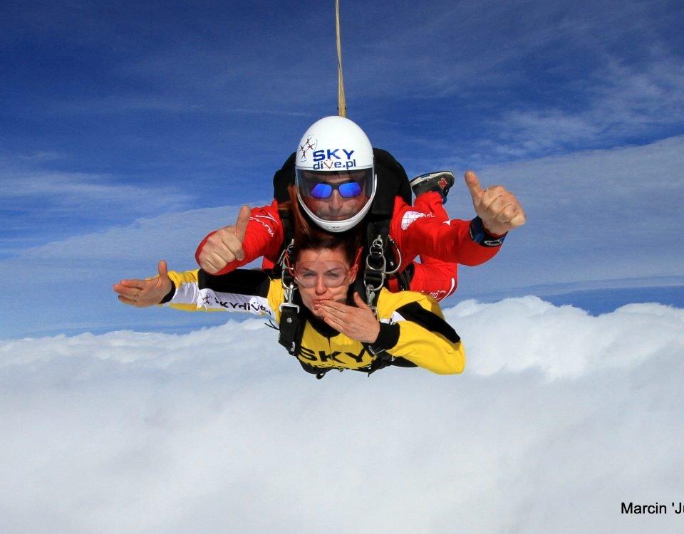 Skoki ze spadochronem bez szkolenia? Wybierz tandem!