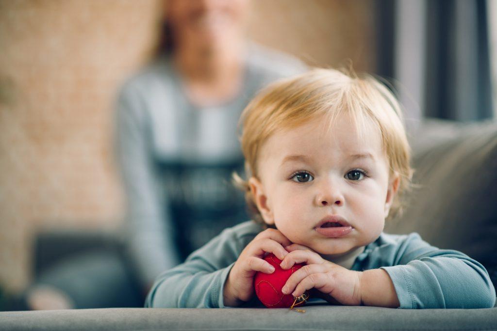 Niania na wagę złota. Jak sprawować opiekę nad dzieckiem w trudnych sytuacjach?