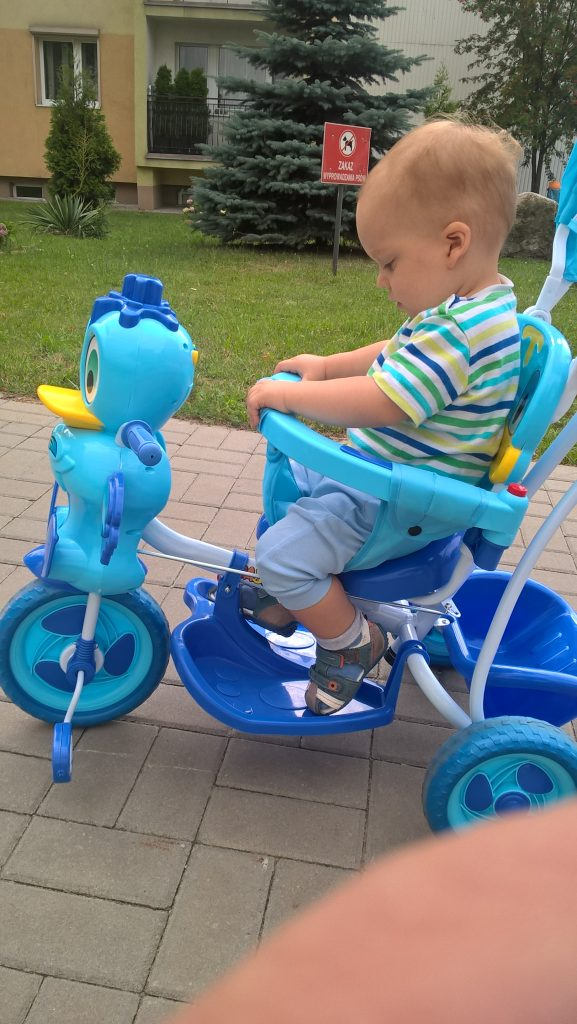 Andrzej na rowerku pchaczu