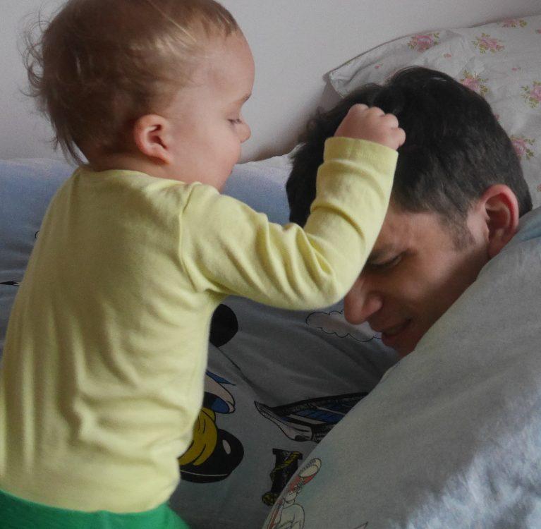 Typowy niedzielny poranek rodzica małego dziecka