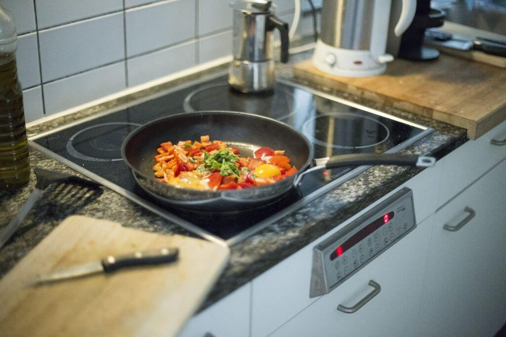 Czy warto zainwestować w kuchenkę indukcyjną?