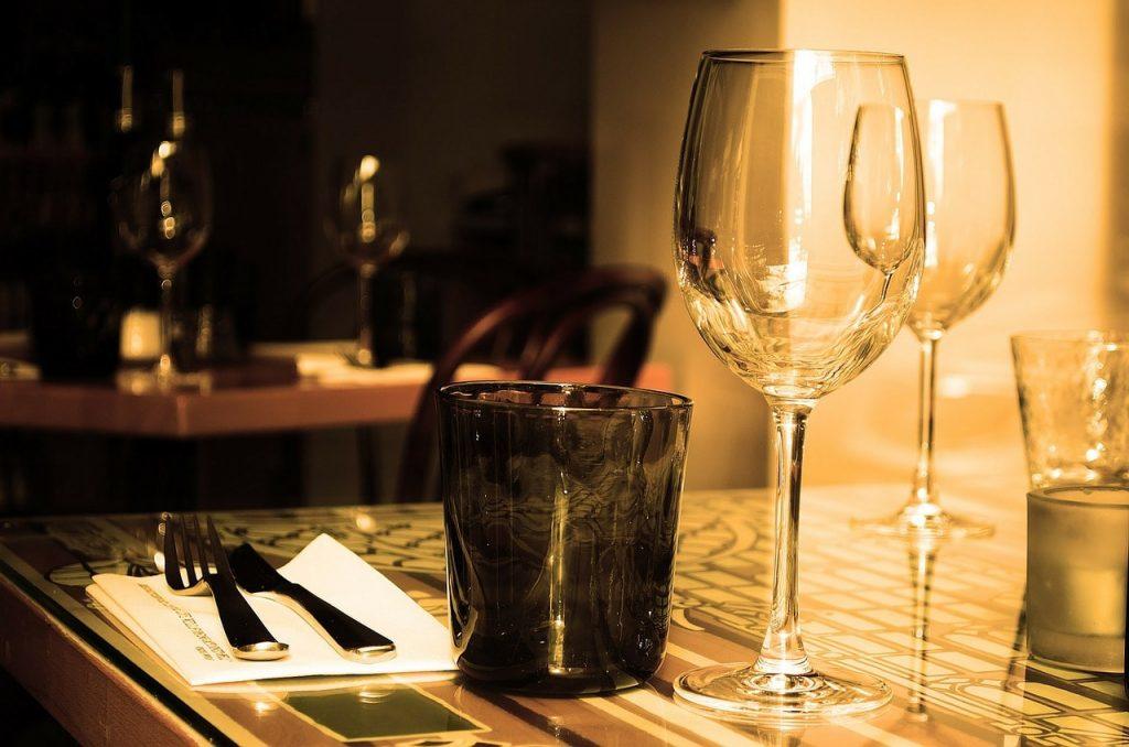 na tym stole powinno pojawić się Twoje jedzenie