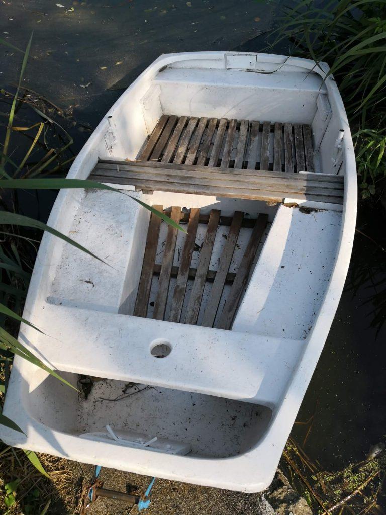 łódka - słabo zadbana