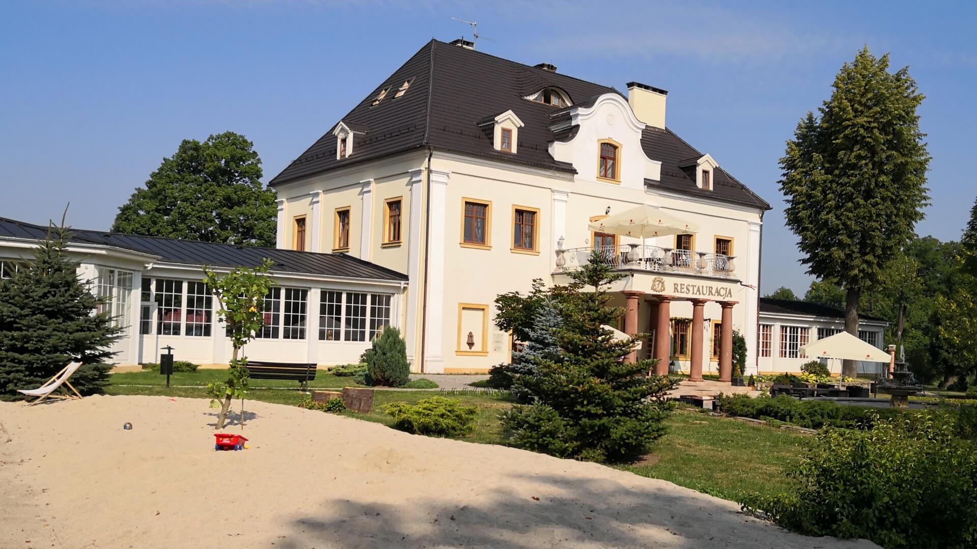Pałac na Wodzie w Staniszowie. Czy warto jechać tam z dziećmi?