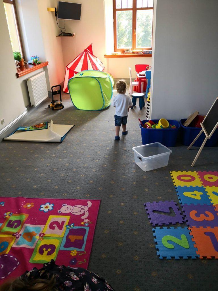 pokoj zabaw dla dzieci w palacu w staniszowie