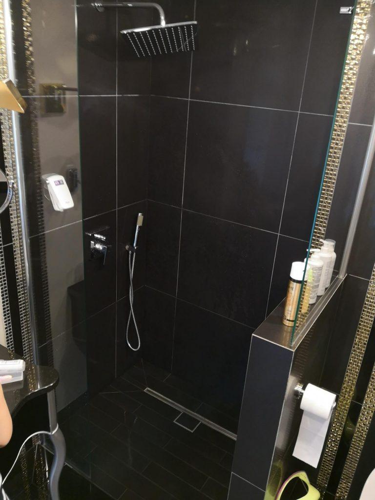 prysznic, tragedia