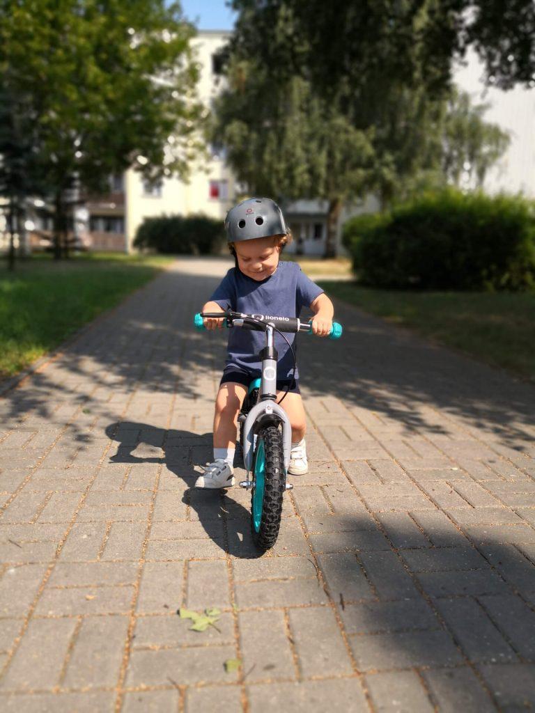 radosc na rowerku biegowym