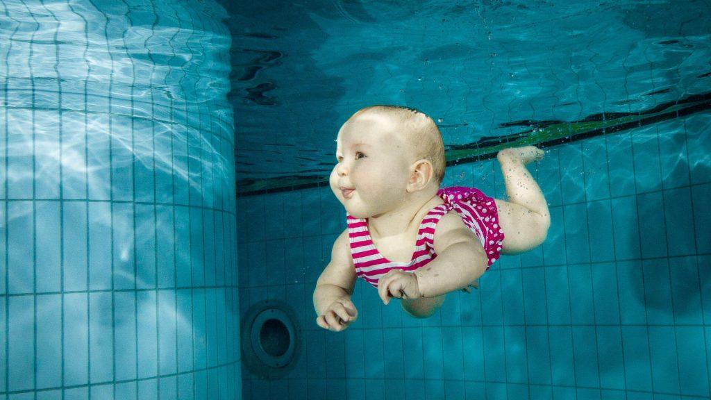 Kiedy można iść z niemowlakiem na basen?